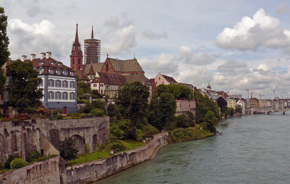 Basel am Rhein (Bild: Peter Heinrich  / pixelio.de)