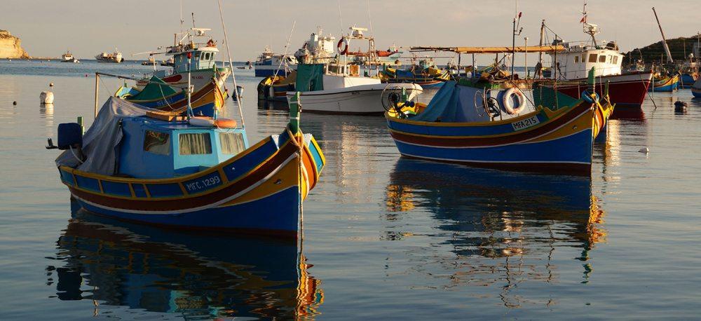 Fischerboote im Hafen von Malta (Bild: malta-entdecken  / pixelio.de)
