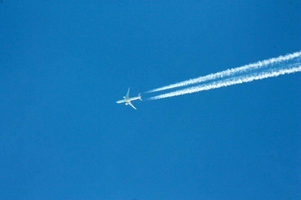Richtig vorbereitet auf den Langstreckenflug (Bild: Uwe Schlick  / pixelio.de)
