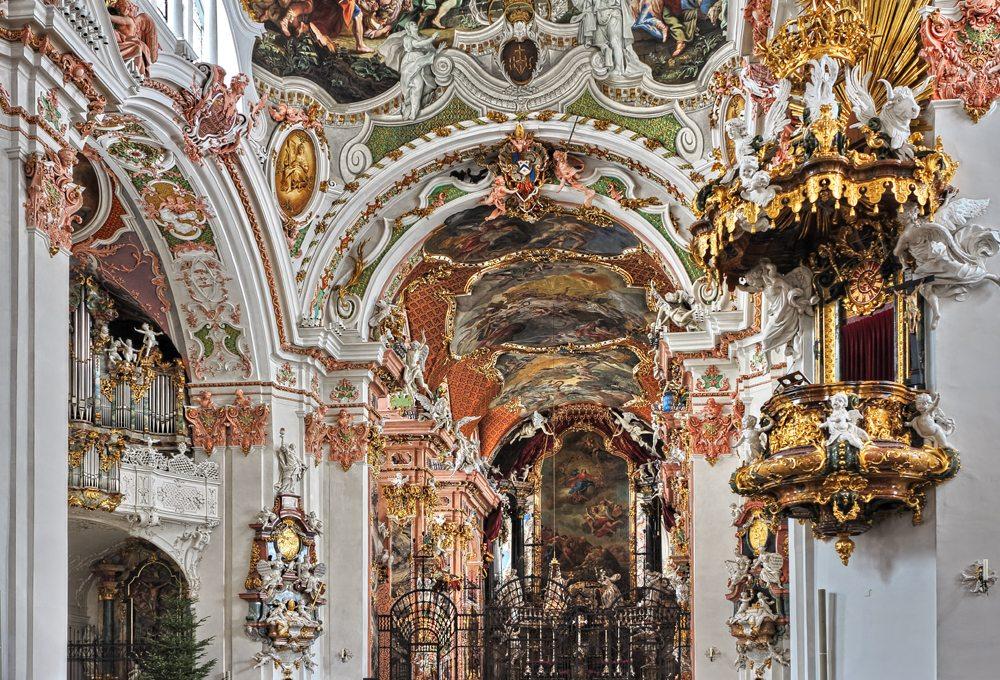 Das Innere der Kloster- und Wallfahrtskirche Einsiedeln, im Rokoko-Stil gehalten (Bild: Alwin Gasser  / pixelio.de)