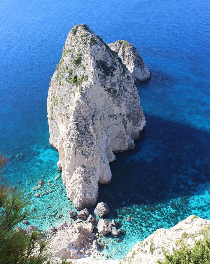 Mizithres Felsen an der Südwestküste der Insel Zakynthos, nahe der Ortschaft Keri (Bild: Maesi64, Wikimedia, CC)