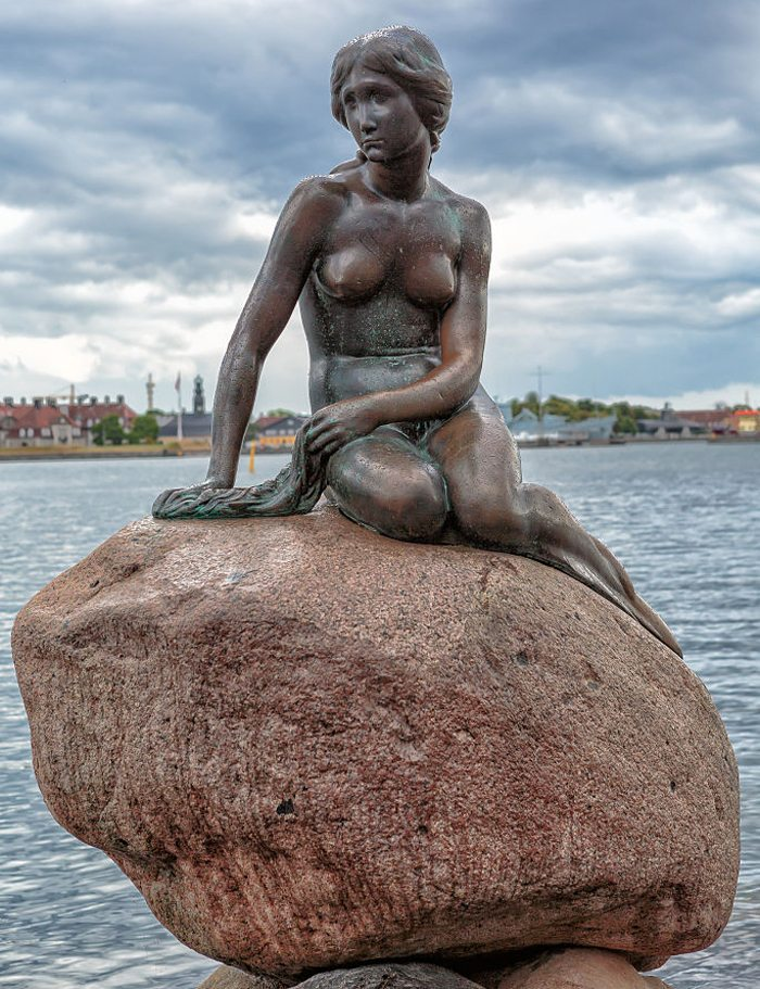 Die kleine Meerjungfrau im Hafen von Kopenhagen, Dänemark (Bild: Avda, Wikimedia, CC)