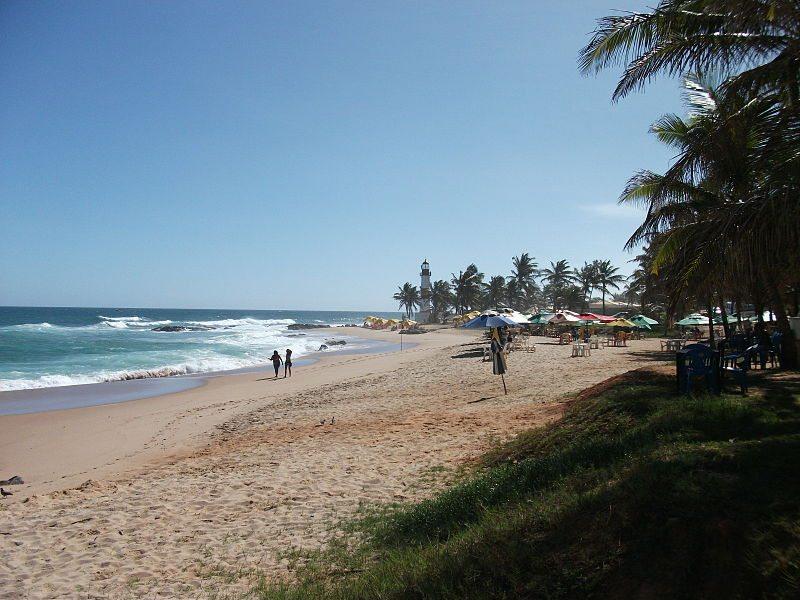 Am Strand von Salvador (Bild: Hermann Luyken / Wikimedia / CC)
