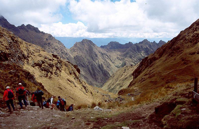 Wanderer auf dem Inca Trail (Bild: Colegota / Wikimedia / CC)