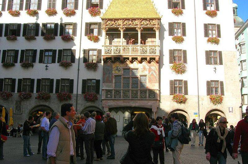 Goldenes Dachl in Innsbruck (Bild: Víctor Fernández, Wikimedia)