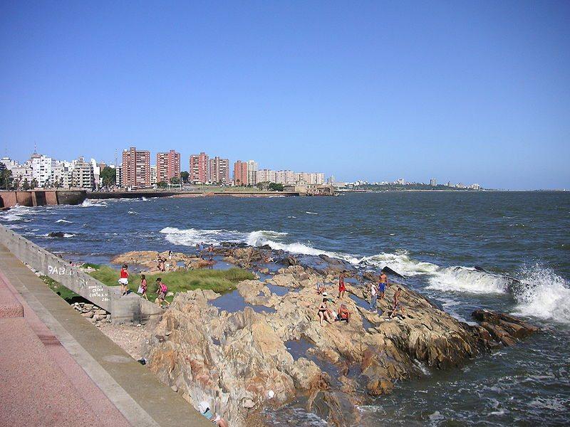 Am Küstenboulevard von Montevideo (Bild: http://www.flickr.com/photos/blmurch/ / Wikimedia / CC)