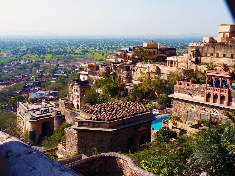 Neemrana Fort Palace in Rajasthan (Bild: Archit Ratan / Wikimedia / CC)
