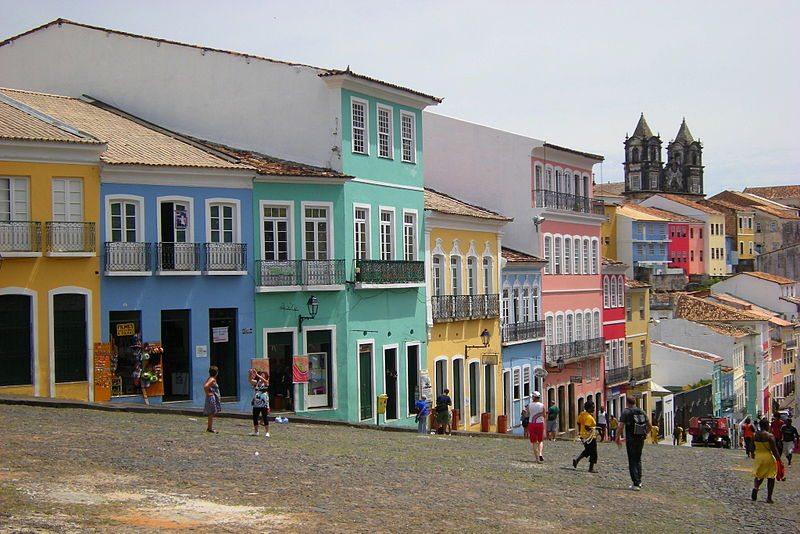 Historische Fassaden im Altstadtviertel Pelourinho (Bild: Leandro Neumann Ciuffo / Wikimedia / CC)