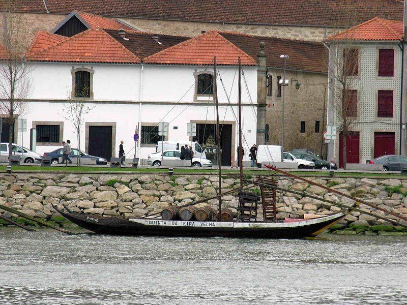 Portweinboot auf dem Rio Douro (Bild: Luis Miguel Bugallo Sánchez / Wikimedia / CC)