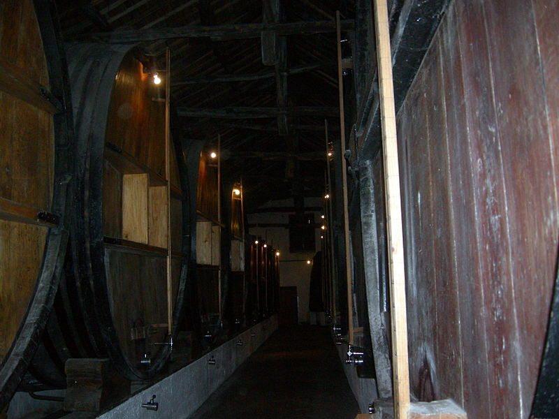 Besuch in einer Portwein-Kellerei (Bild: Angelo Romano / Wikimedia / CC)