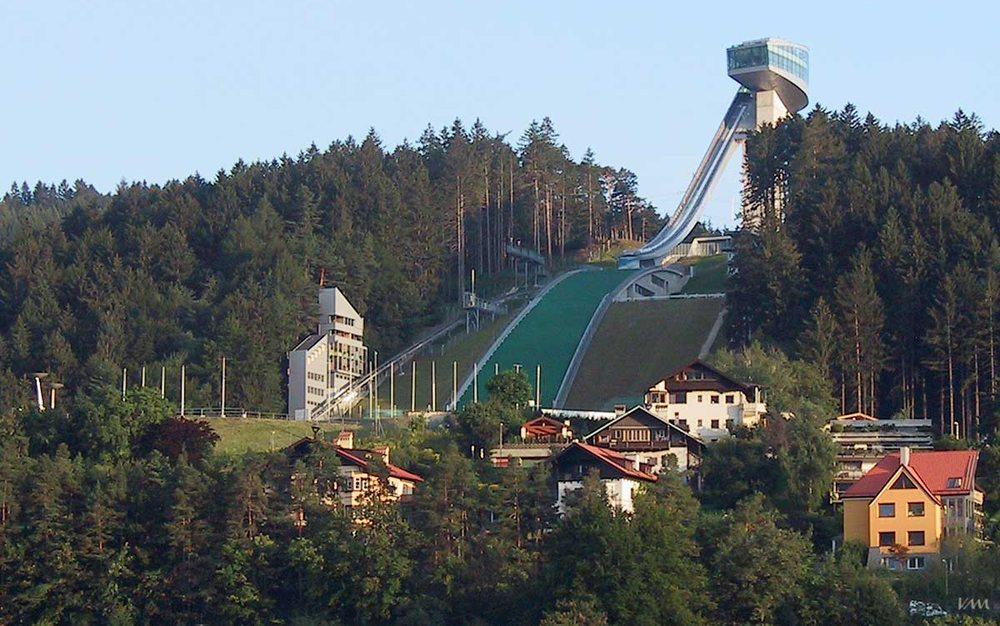 Sprungschanze auf dem Berg Isel, Innsbruck (Bild: Veit Mueller, Wikimedia, GNU)