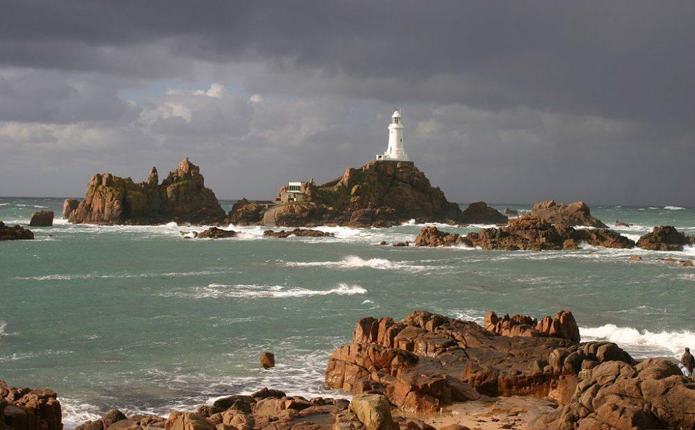 Leuchtturm Corbière Lighthouse, Jersey (Bild: Marilyn Peddle, Wikimedia, CC)