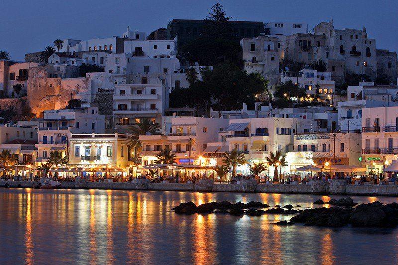 Naxos bei Nacht (Bild: kyriakinaxos, Wikimedia)