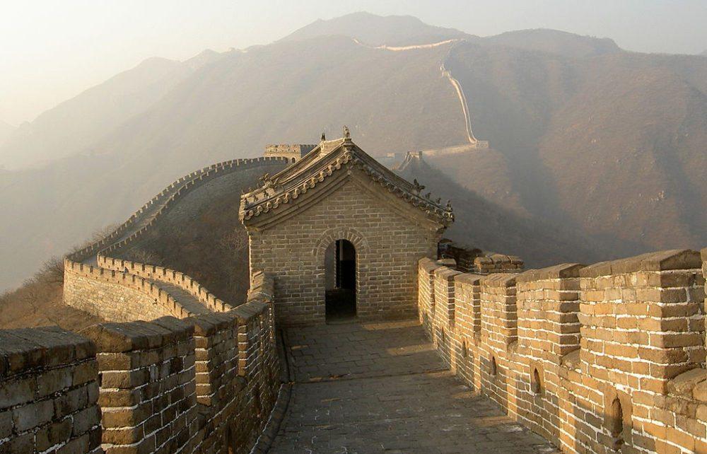 Die Chinesische Mauer bei Mutianyu (Bild: Ofol, Wikimedia, CC)
