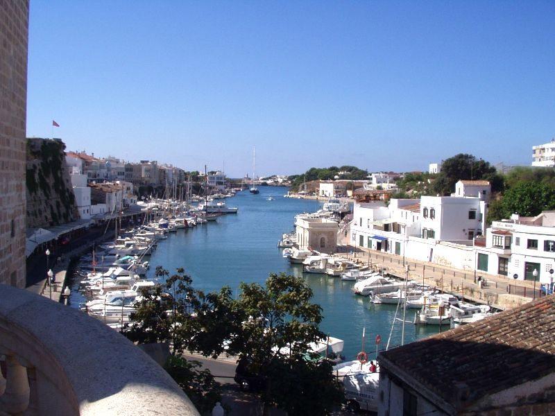 Hafen von Ciutadella (Bild: J. Braun / Wikimedia / CC)