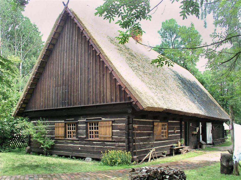 Typisches Spreewaldhaus in Lehde (Bild: Uwe Barghaan, Wikimedia, CC)