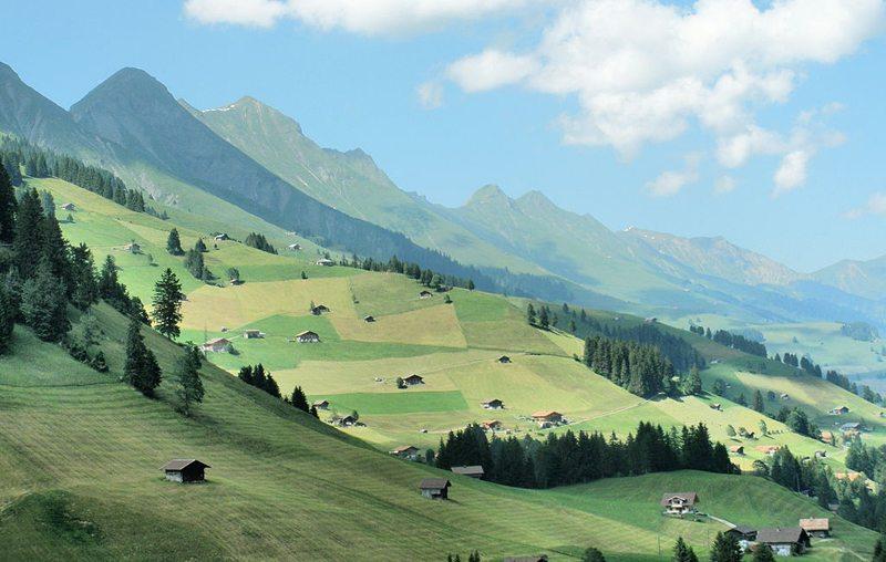 Niesenkette, Westflanke des Engstligentals (Bild: Irmgard, Wikimedia, CC)