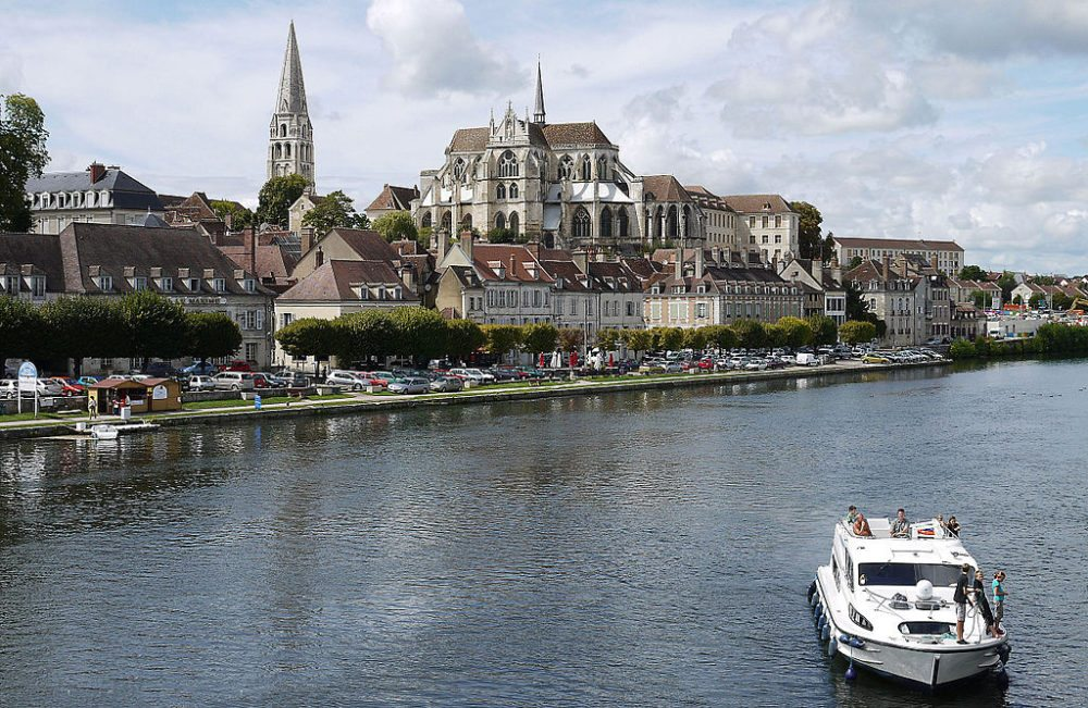 Hausbootfahrt in Burgund, Auxere (Bild: Gerhard Salomon, Wikimedia, CC)