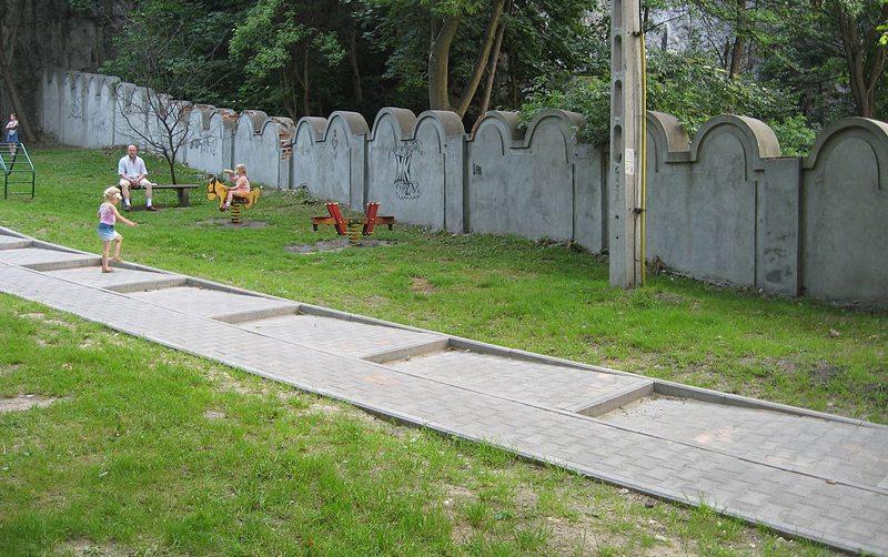 Fragmente der Ghettomauer in Krakau (Bild: Ludek, Wikimedia, CC)