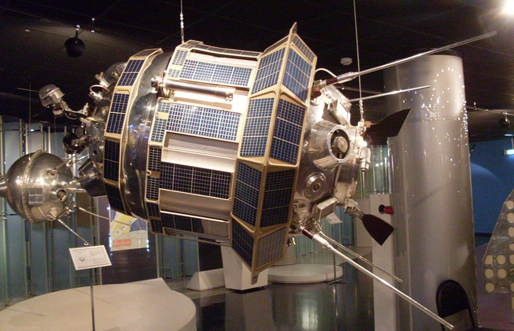 Luna-3-Model im Moskauer Kosmonauten-Museum (Bild: Armael, Wikimedia, CC)