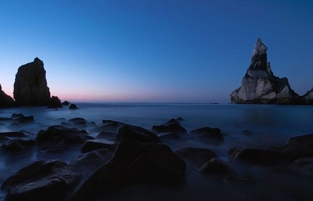 Nordteil vom Cabo da Roca nach dem Sonnenuntergang (Bild: Rnbc, Wikimedia, GNU)