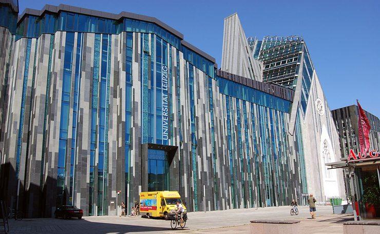 Das Neue Augusteum am Augustusplatz ist seit Sommer 2012 das Hauptgebäude der Universität Leipzig  (Bild: MaryG90, Wikimedia, CC)