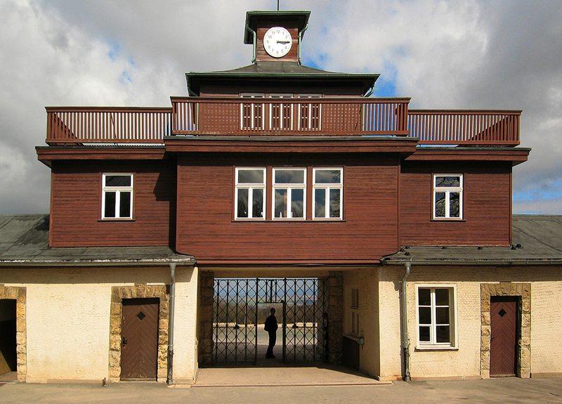 Tor zum Lager im KZ Buchenwald (Bild: Andreas Trepte, Wikimedia, CC)
