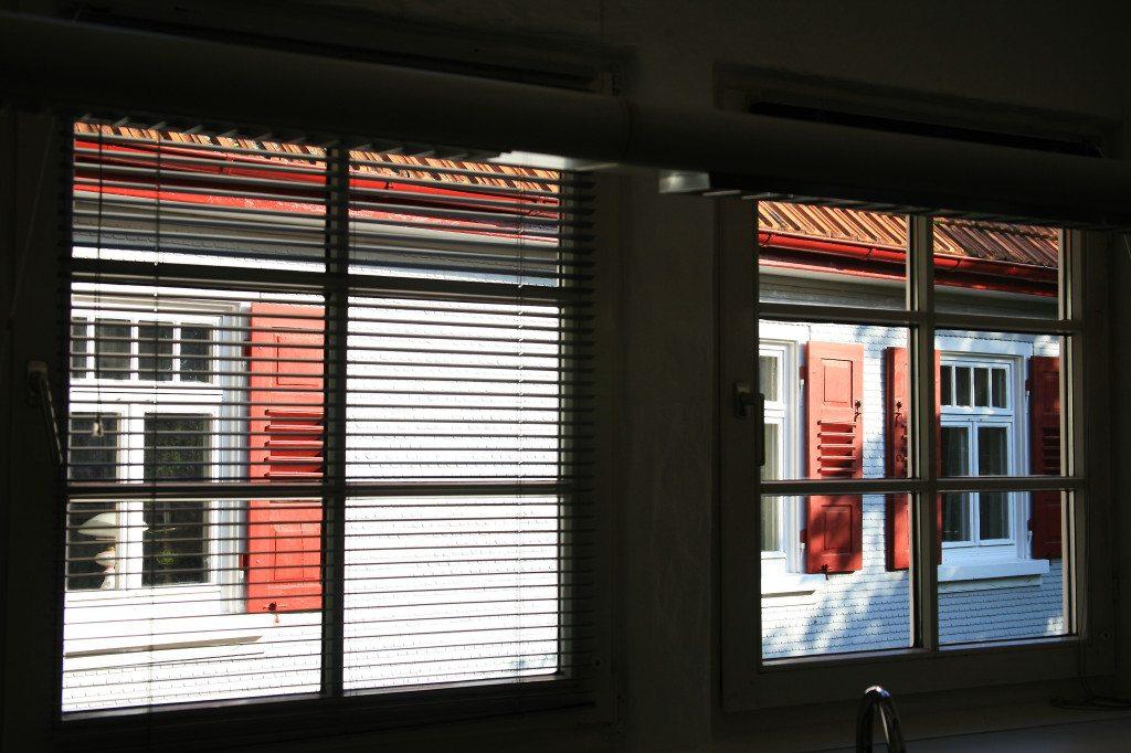 Fenster nicht komplett verschliessen (Bild: RainerSturm  / pixelio.de)