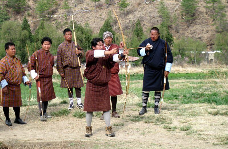 Der Nationalsport Bhutans ist das Bogenschießen (Bild: qayyaq / pixelio.de)
