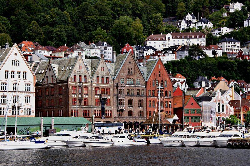 Das alte Handels- und Hafenviertel Bryggen wurde 1979 zum Weltkulturerbe der UNESCO ernannt. (Katharina Wieland Müller  / pixelio.de)