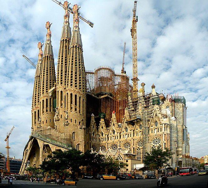 Unvollendetes Wahrzeichen von Barcelona: La Sagrada Familia (Bild: Vitold Muratov / Wikimedia / CC)