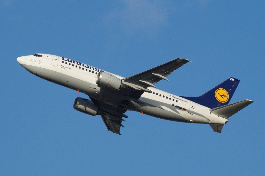 Günstig reisen mit einer gezielten Flugbuchung (Bild: Ingo Büsing  / pixelio.de)