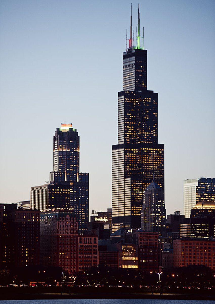 Willis Tower in Chicago bei Nacht (Bild: Ben Grey, Wikimedia, CC)