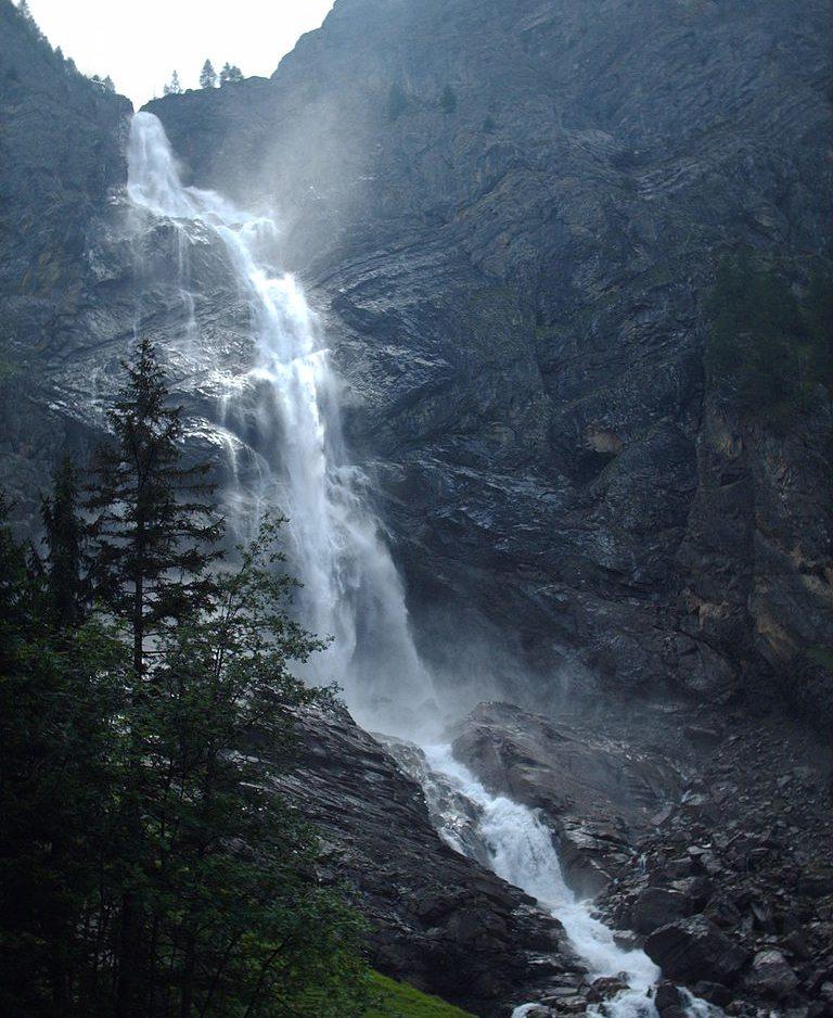 Unterer Engstligenfall bei Adelboden im Berner Oberland in der Schweiz (Bild: Irmgard, Wikimedia, CC)