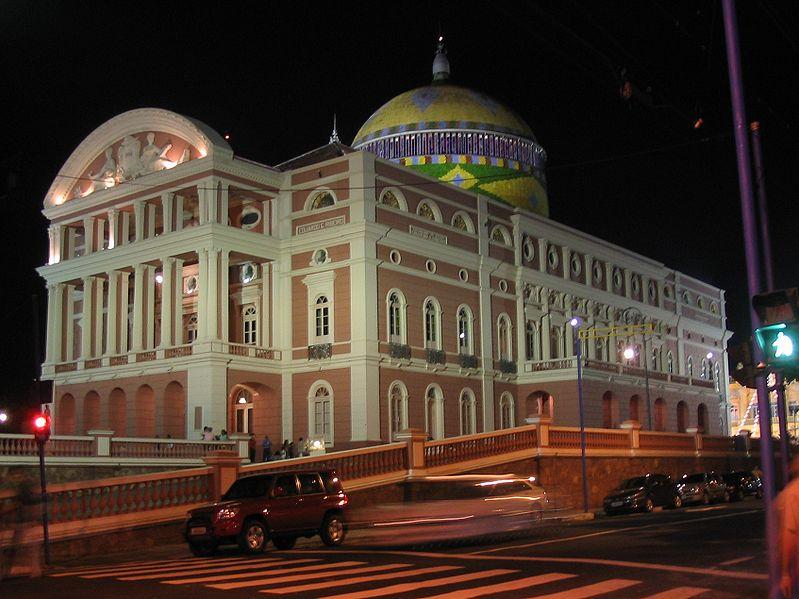 Das Teatro Amazonas bei Nacht (Bild: H. Langos / Wikimedia / CC)