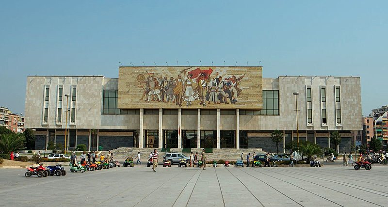 Grösstes Museum Albaniens: das Historische Nationalmuseum (Bild: Dori / Wikimedia / CC)
