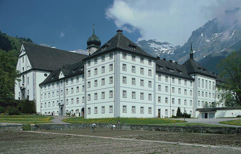 """Das Kloster Engelberg im Kanton Obwalden hat seine Türen für Gäste offen. (Bild: © Manfred Heyde / Wikimedia / <a title=""""creativecommons.org - Creative Commons"""" href=""""http://creativecommons.org/licenses/by-sa/3.0/"""" target=""""_blank"""">CC</a>)"""