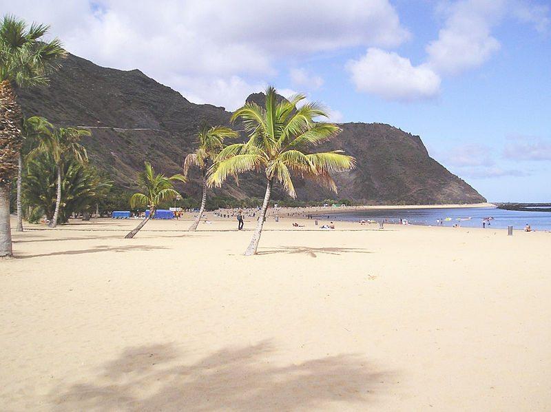 Strand Las Teresitas in San Andrés (Bild: Peng / Wikimedia / CC)