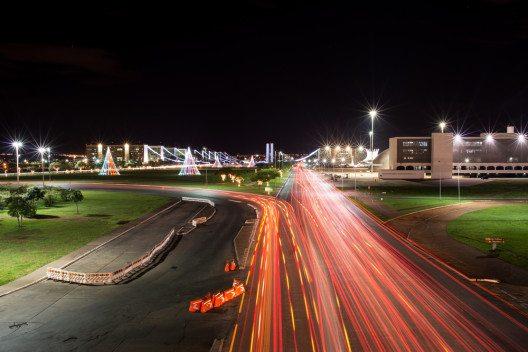Hauptstrasse in Brasilia (Bild: © marmore - shutterstock.com)
