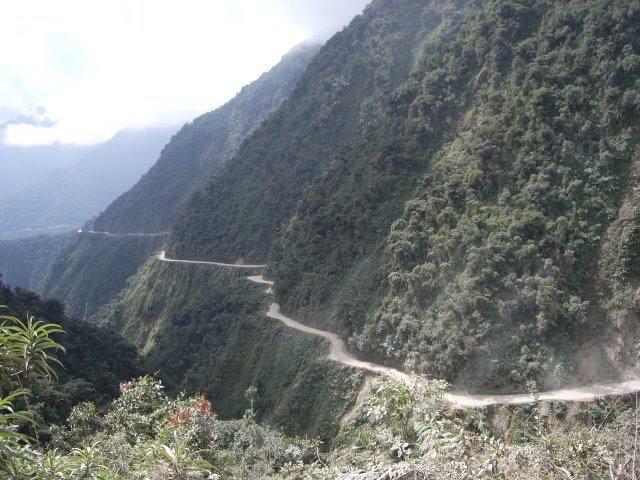 Yungas-Strasse von La Paz nach Coroico (Bild: celineo / Wikimedia / CC)