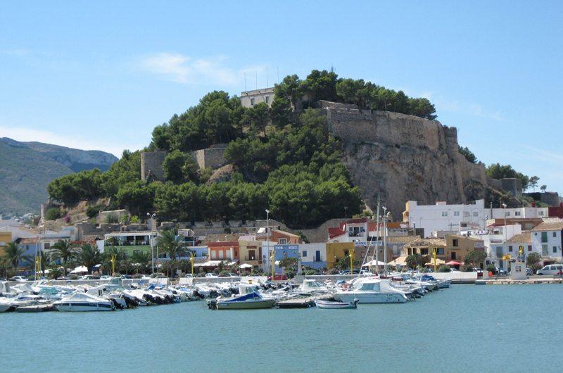 Wahrzeichen von Denia – Castillo de Denia (Bild: Echiner, Wikimedia, CC) goldene stadt