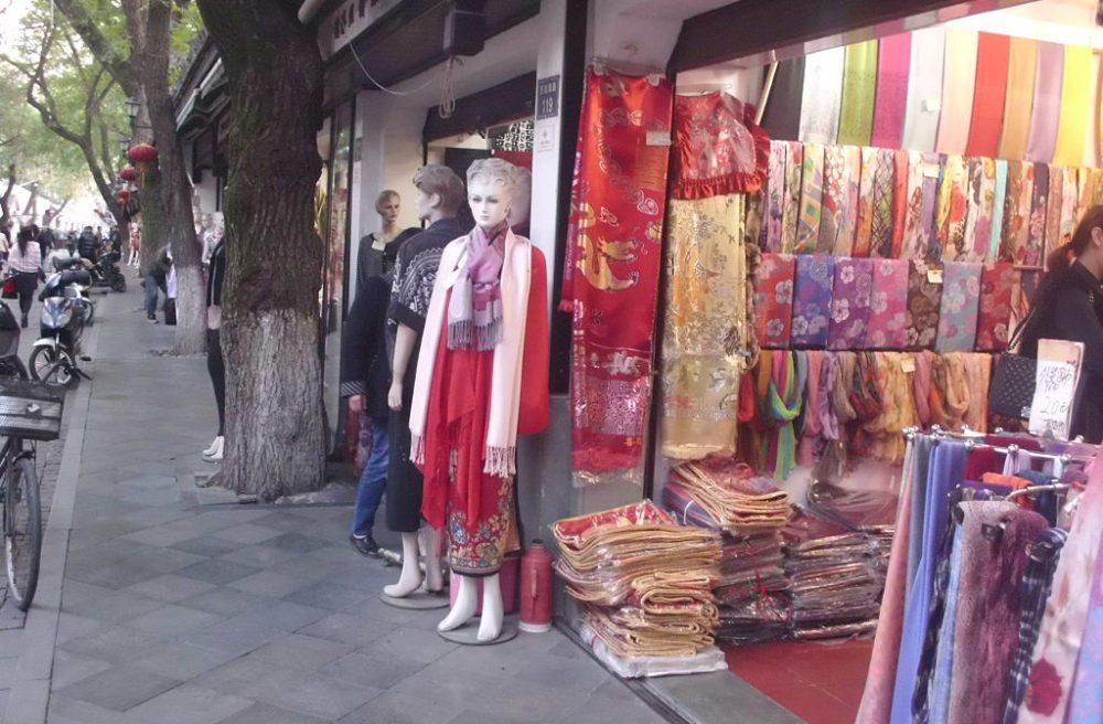Farbenpracht in der Seidenstadt von Hangzhou (Bild: Huandy618, Wikimedia, CC)