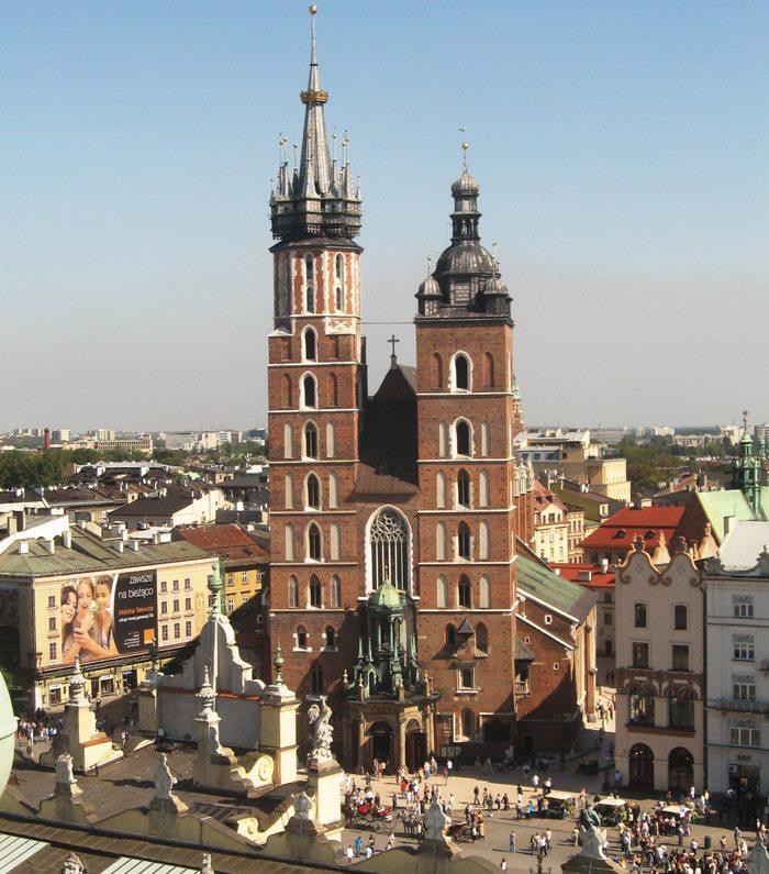 Unterschiedlich hohe Türme der Marienkirche in Krakau (Bild: Ludek, Wikimediai, CC)
