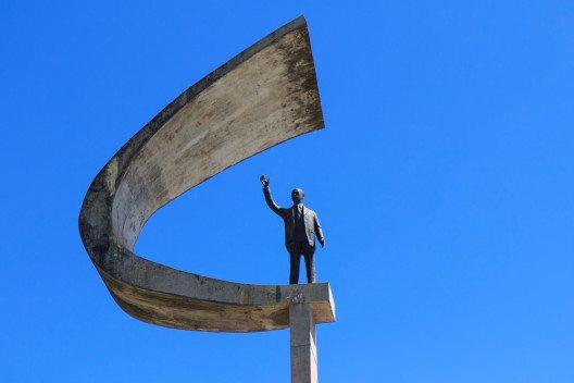 Futuristic Brazilian President Memorial Statue (Bild: © Iuliia Timofeeva - shutterstock.com)