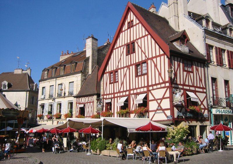 In der Altstadt von Dijons (Bild: Arnaud 25, Wikimedia, CC)