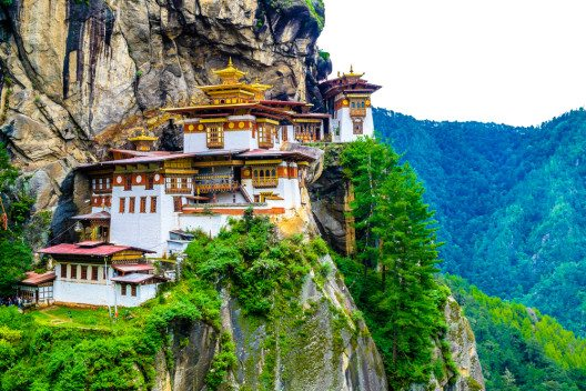 "Kloster Taktsang, auch bekannt als ""Nest des Tigers"" (Bild: © MC_Noppadol - shutterstock.com)"