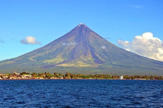 Der Mayon Volcano gehört zu den perfekt symmetrischen Stratovulkanen. (Bild: © suronin - shutterstock.com)