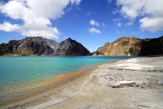 Kratersee vom Mount Pinatubo, Philippinen (Bild: © matthieu Gallet - shutterstock.com)