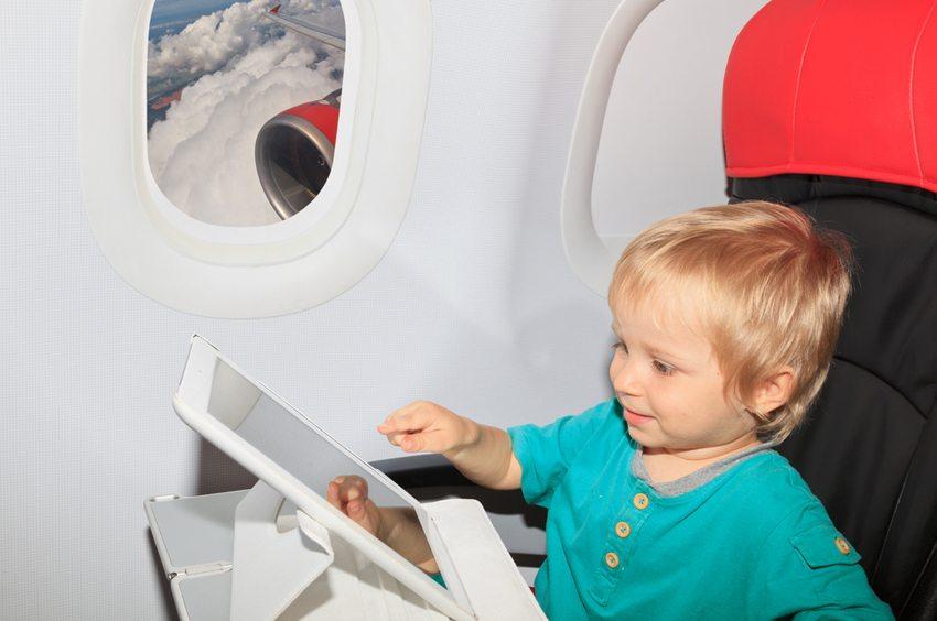 Gestalten Sie die Reise für Ihr Kind so angenehm wie möglich (Bild: Nadezhda1906 / Shutterstock.com)