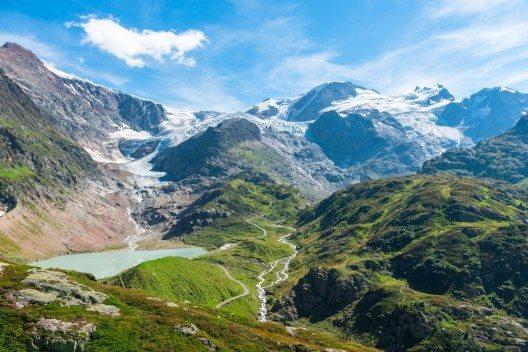 Sustenpass mit Steingletscher (Bild: © dvoevnore - shutterstock.com)